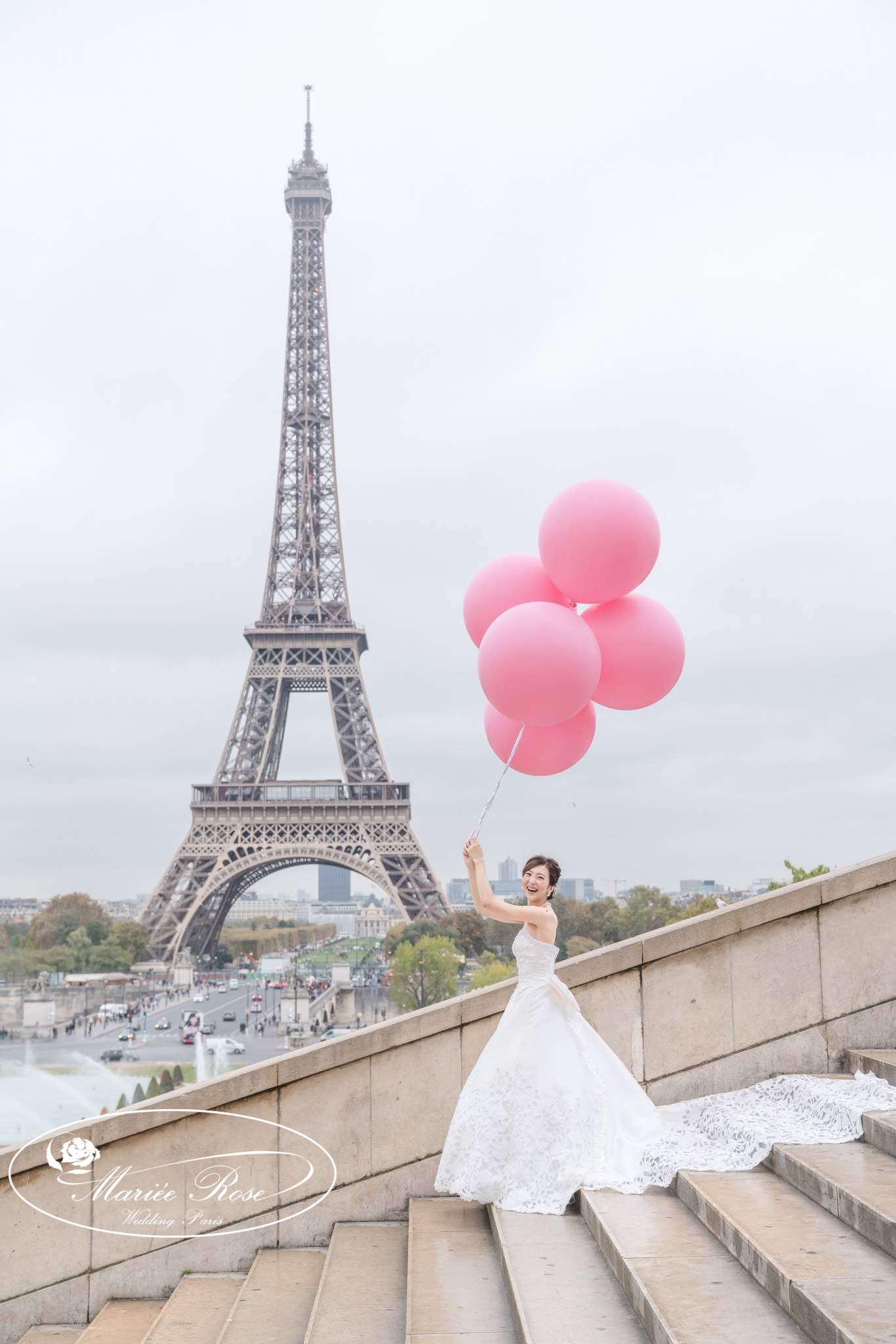 ピンクのバルーン,エッフェル塔